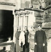 Greta Galvin, Chrissie O'Riordan With Baby Ann Marie, Maura Lynch, Fr O'Riordan Ref: F108