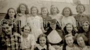 1944 Chrissie O'Riordan class photo in Cahirsiviheen